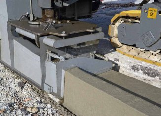 The slipform paver owes its versatility to the highly flexible arrangement