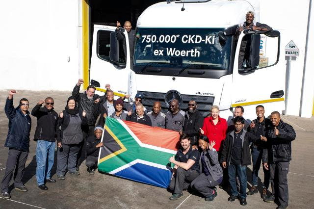 Two Mercedes-Benz plants celebrate production of 750 000th CKD truck kit