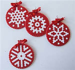Adornos navide os con hama beads diy trucos de mam s - Adornos navidenos diy ...