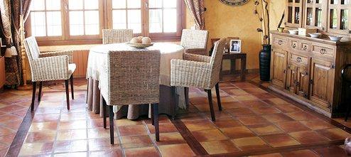 Colocar suelo de baldosas de cerámica, terracota o piedra
