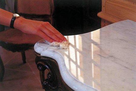 Manchas pequeñas en mármol