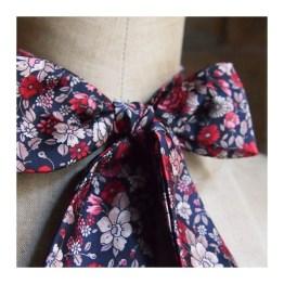 noeud-papillon-femme-liberty-noir-fleurs-rouges