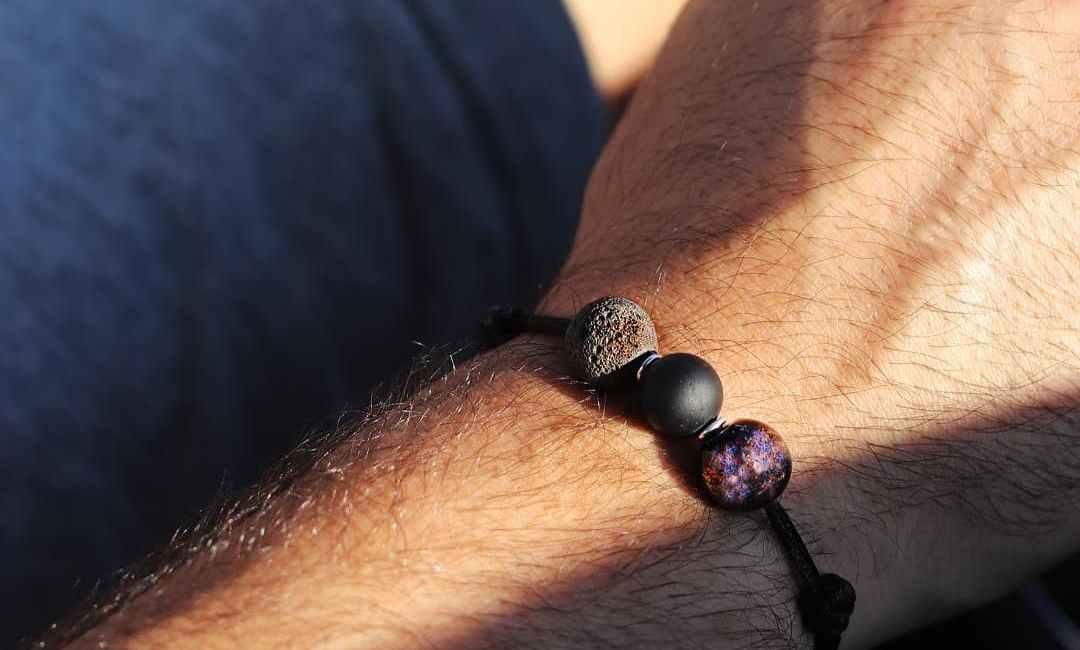 Le Bracelet en pierre naturelle sur cordon un concept efficace - trucsdemec.fr, blog lifestyle masculin, mode, beauté