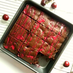 Easy and healthy Dark Chocolate Cherry Brownies