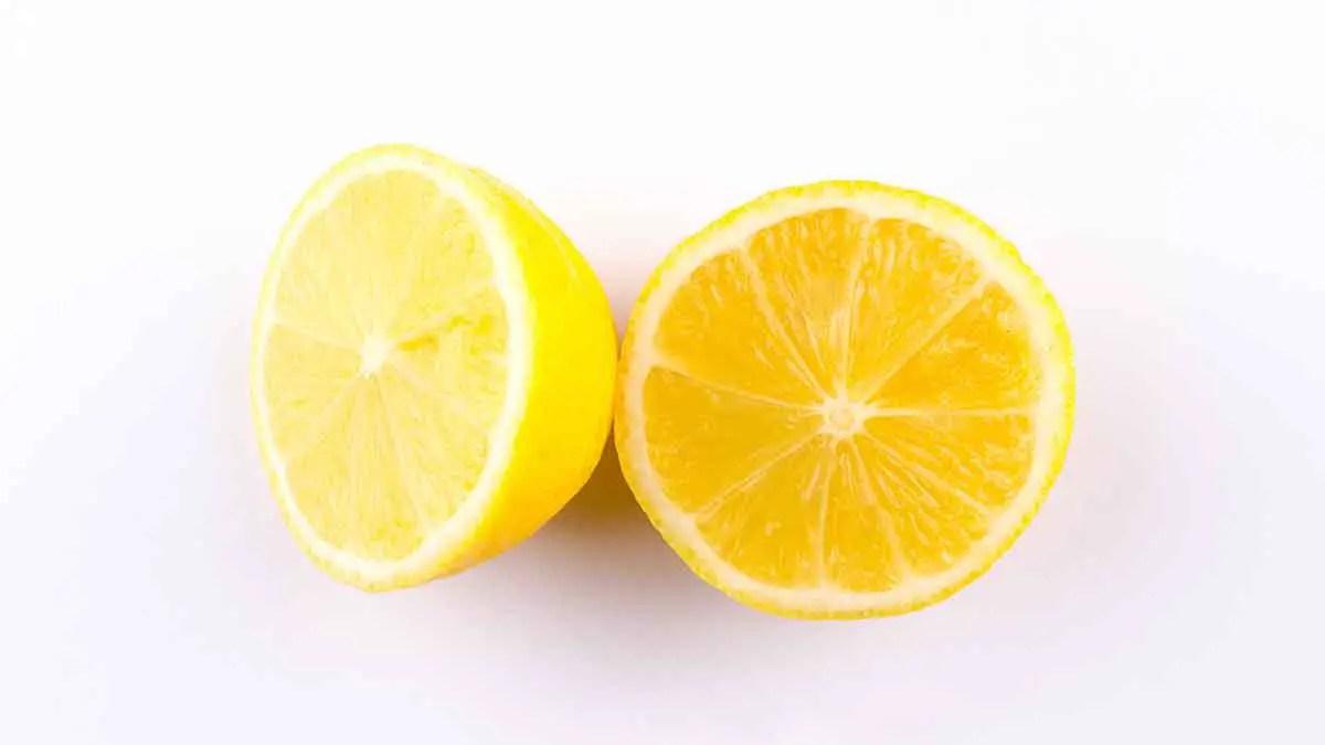 Ποιος έχει περισσότερη βιταμίνη C; Ο χυμός λεμονιού ή η πορτοκαλάδα;