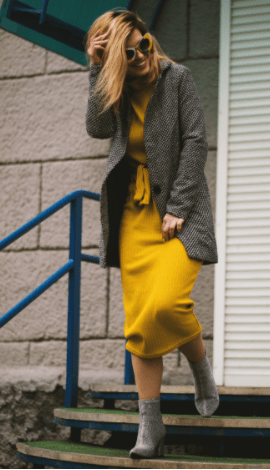 Outfit of a yellow dress, a grey tweed coat and grey booties