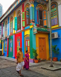 The vibrant colors of Little india, Singapore