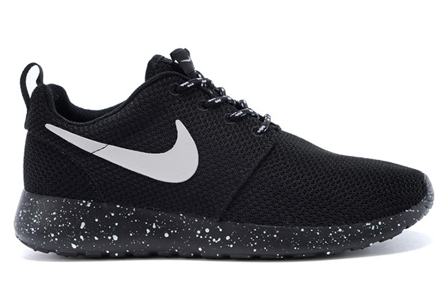 d92fe5c8dcf Nike Roshe run black with white speckle Oreo - True Looks