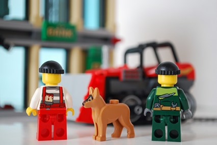 LEGO Bulldozer Break-in criminals' rear view.