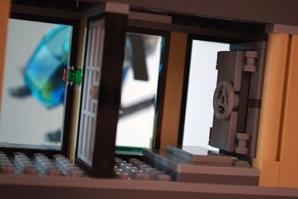 LEGO Buldozer Break-in bank top floor.