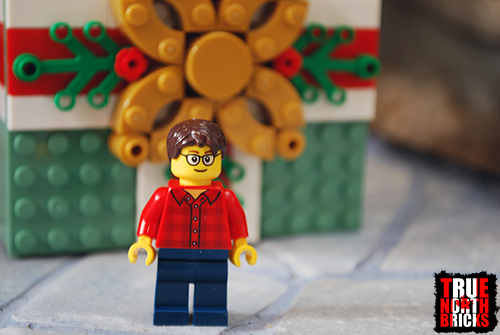 Front view of adult Minifigure included with the Buildable Holiday Present.