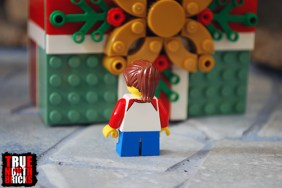 Rear view of the Buildable Holiday Present child Minifigure.