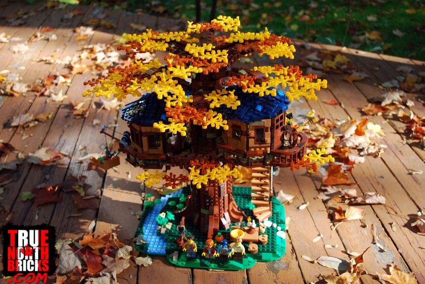 Tree House (21318) box contents.