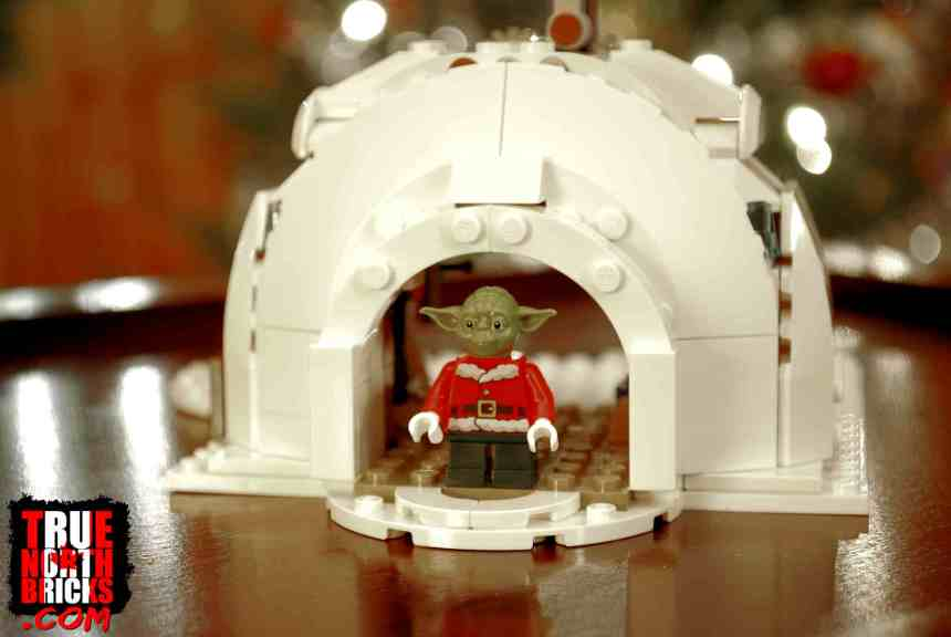 Rear view of Yoda's igloo from the Christmas X-wing (4002019) set.