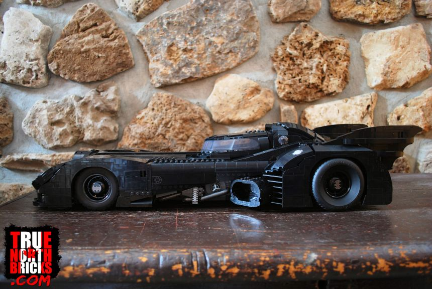 Side view of the 1989 Batmobile (76139)