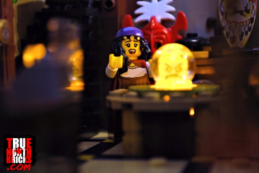Séance (Minifigure Monday)