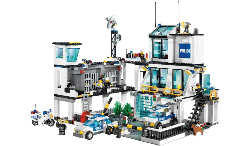 Top 10 biggest city sets: Police Headquarters