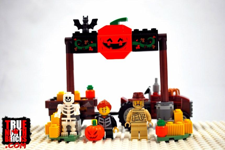 Halloween Hayride (40423) box contents.
