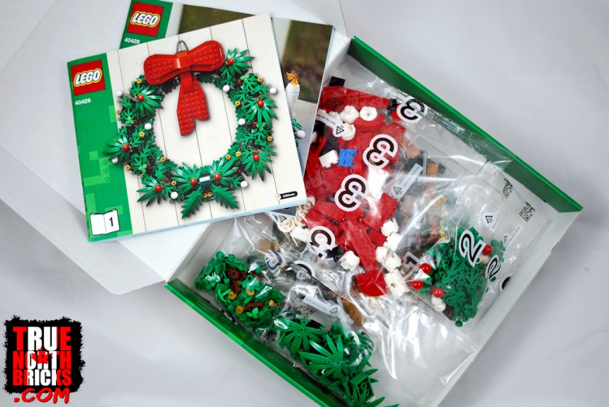 Christmas Wreath (40426) box contents