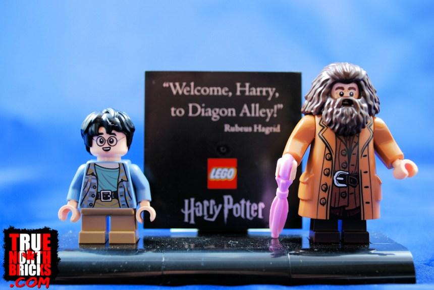 Diagon Alley (75978) Minifigure stand.