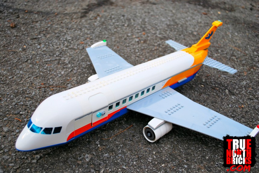 Passenger Airplane (60262)