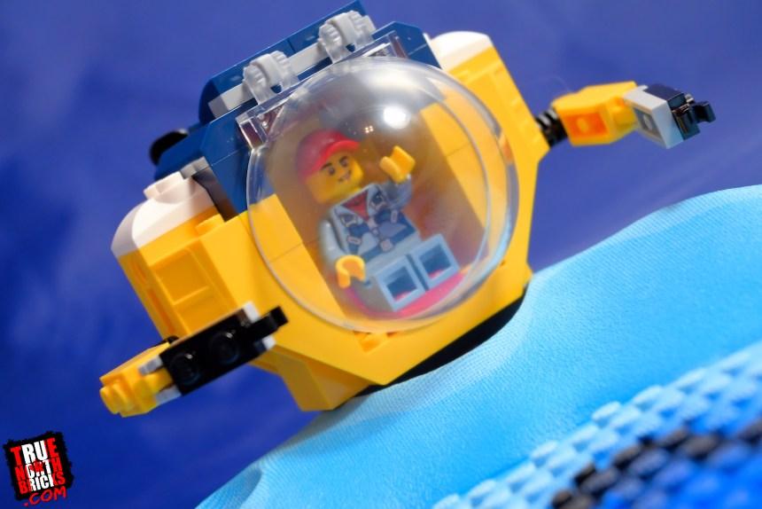 Ocean Mini Submarine (60263) front view.