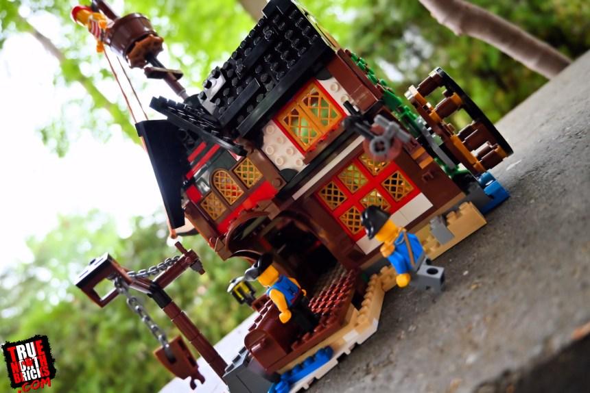 Pirate Ship (31109) alternate inn build.