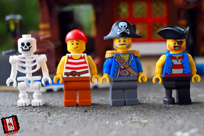 Pirate Ship (31109) Minifigures.