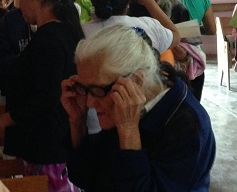 The reading glasses we had brought to give away were very popular.