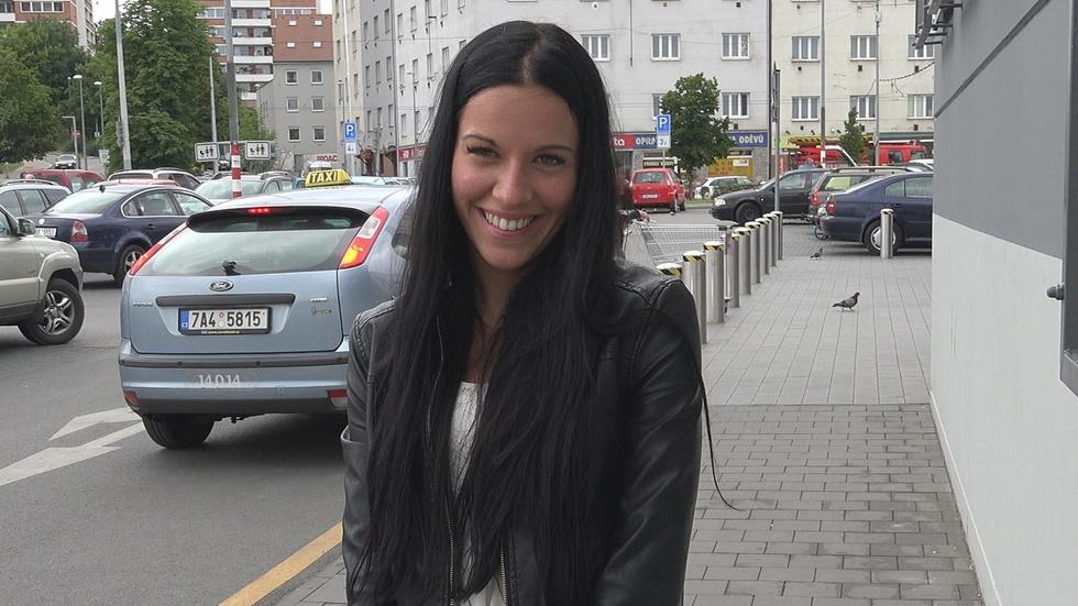Abordei ela saindo do surpermercado - Czech street - True