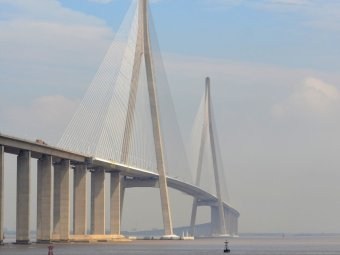 789-billion-the-su-tong-yangtze-river-bridge-is-the-worlds-second-longest-cable-stayed-bridge-covering-3600-feet-between-the-cities-of-nantong-and-changshu