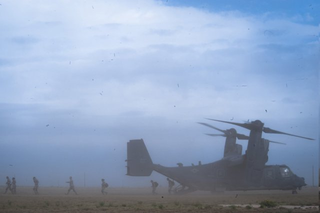 emergency-medical-technicians-exit-a-cv-22-osprey-at-melrose-air-force-range-on-august-25-2016