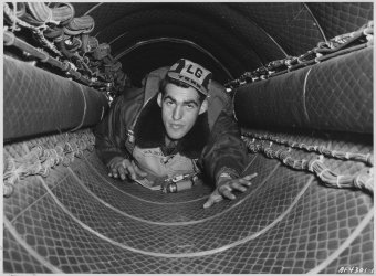 only-the-front-and-back-compartments-were-pressurized-meaning-that-the-crew-had-to-crawl-over-the-bomb-bay-via-a-narrow-35-foot-tunnel