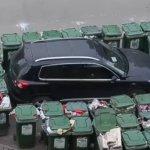 Trash revenge: Chinese garbage man blocks wrongly parked car with 40 bins (VIDEO)