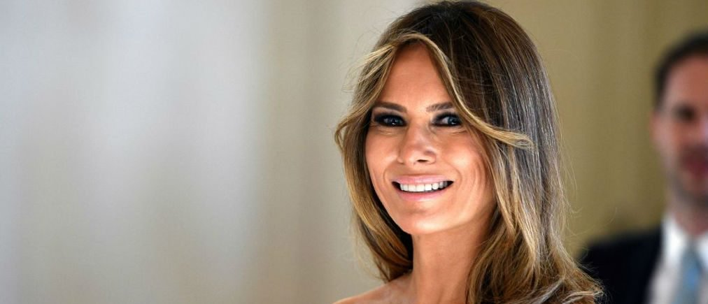 The Dress Melania Trump Wore Boarding Air Force One Would Make A Fashion Critic's Jaw-Drop [PHOTOS]