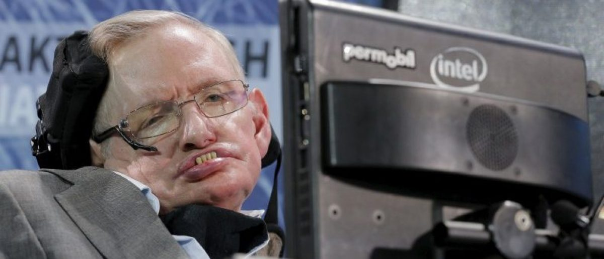 Scientists Criticize Stephen Hawking's 'Bizarre' Claim Trump Will Push Earth 'Over The Brink'
