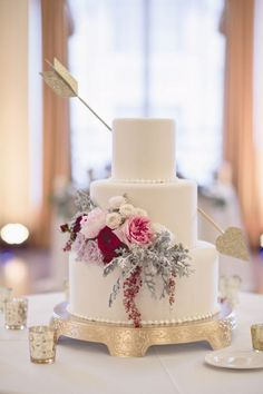 Valentine's Wedding Cake Love Arrow