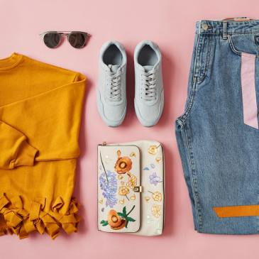 The best deals in August include back to school deals, home office sales, beauty sales and deals on clothing. Get out there and get the best deals & steals!