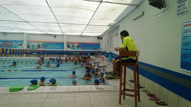 20 j venes se intoxican con cloro en piscina de trujillo trujillo informa - Cloro en piscinas ...