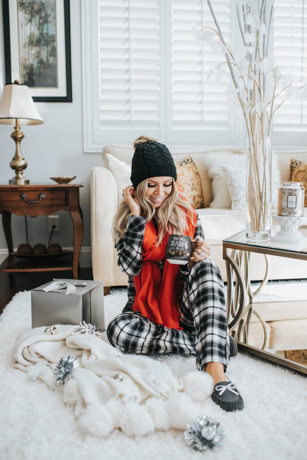 The best Christmas gift guide that is all about being comfy and cozy! From the softest PJs to the perfect holiday mug! These gifts are great for everyone!