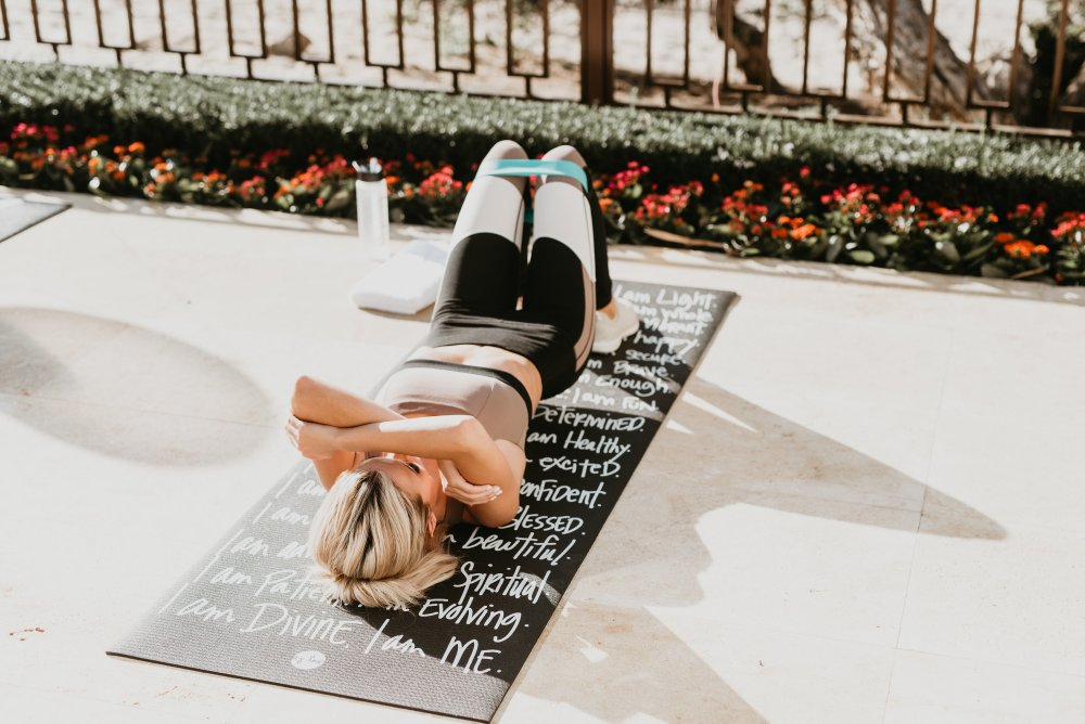 I am Statements: How to use positive affirmations to inspire! Sometimes we find these motivations even on a simple yoga mat! I enjoyed our fitness routine and the positive energy that surrounded us! #trulydestiny #womensfashion #fitnessfashion #motivationalquotes