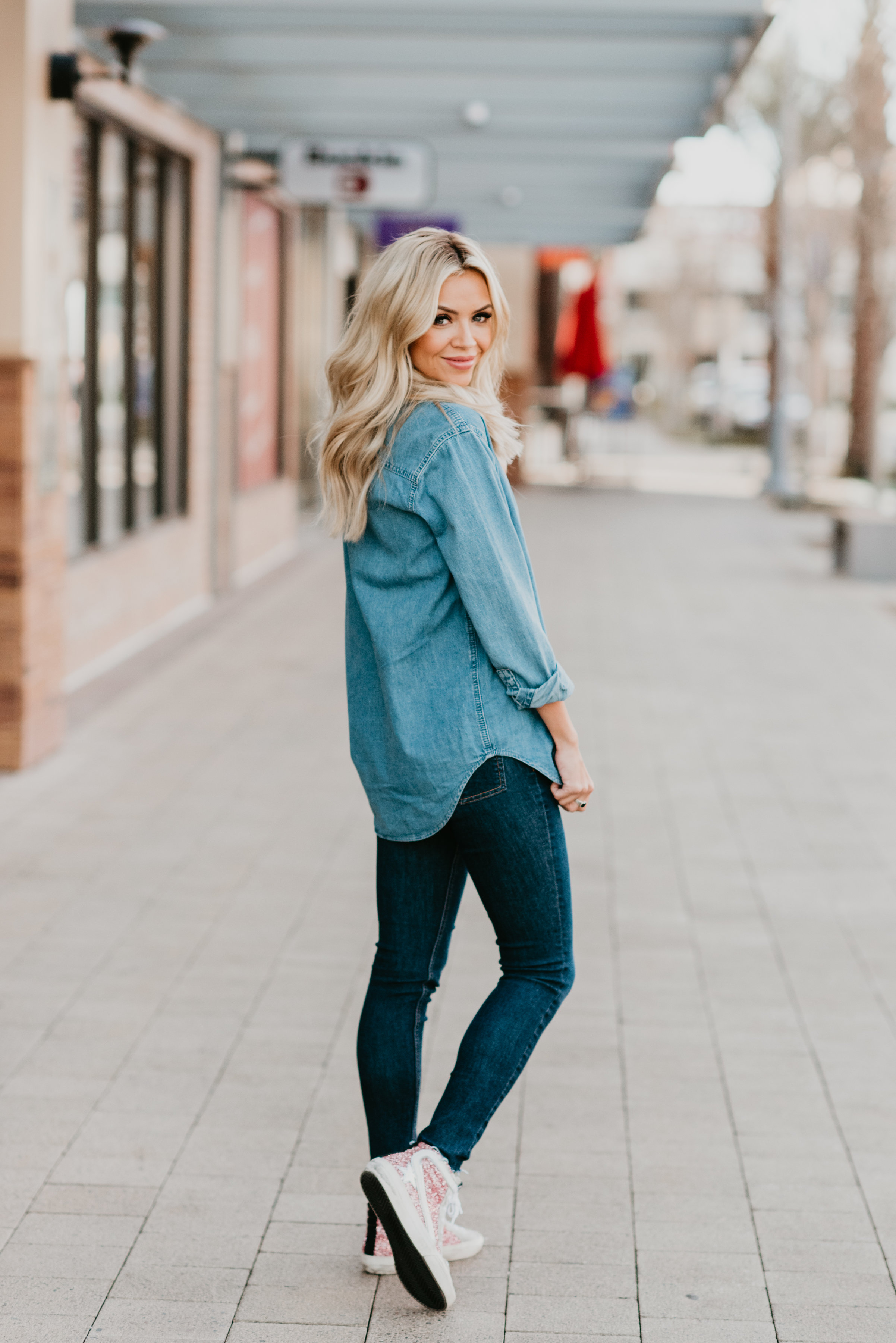 04fb2b0dde6 What To Wear With A Denim Shirt + Chambray Shirt Outfits - Truly Destiny