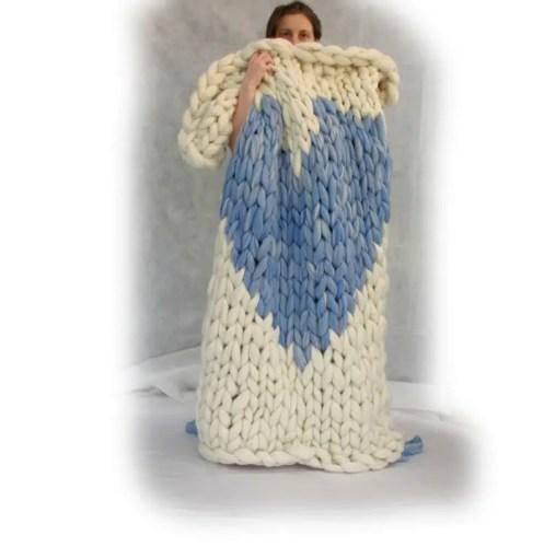 arm knitting tutorial for heart blanket