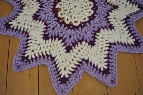finger crochet starburst rug, ohhio, becozi, arm knitting, hand knitting