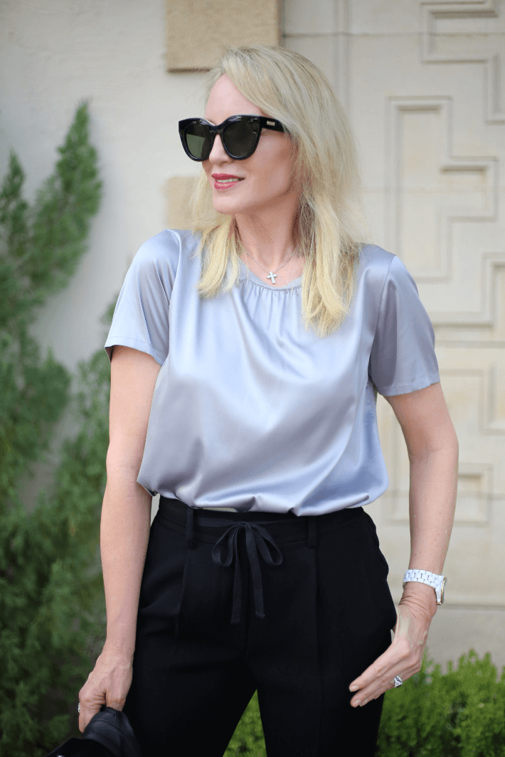 Dallas blogger wearing elevated tee by W by Worth and Le Specs Air Heart Sunglasses