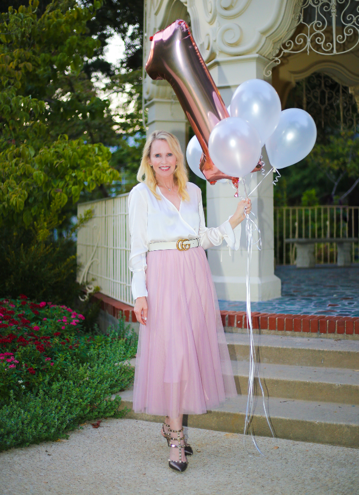 Style blogger Megan Saustad wearing Chicwish pink tulle skirt, Gucci belt and gold Valentino rockstud ankle strap pumps.