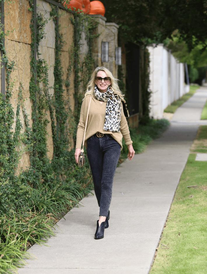 Dallas fashion blogger Megan Saustad wearing J. Crew camel sweater, Frame Jeans, Worth Collection faux fur leopard scarf, Gucci belt and carrying Louis Vuitton Eva pouchette handbag.