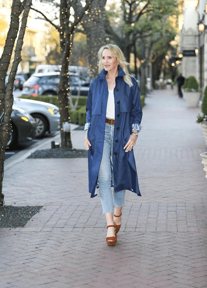 Dallas blogger wearing denim trench, Citizen jeans, Gucci belt and brown Prada suede sandals.