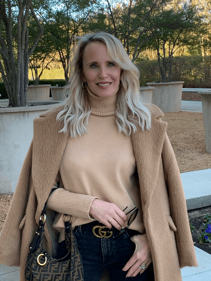 Dallas fashion blogger Megan Saustad wearing camel sweater and coat and Gucci belt. She is carrying a Fendi Zucca hobo bag.