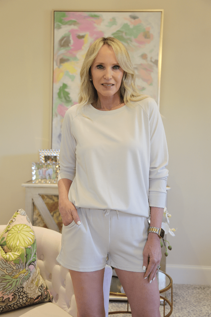 Dallas lifestyle blogger wearing Cozy Earth bamboo pullover and jogger shorts.